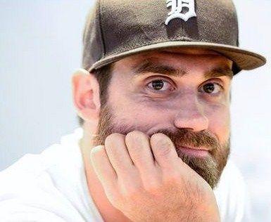 Henrik Zetterberg rocking a Detroit Tigers fitted cap.
